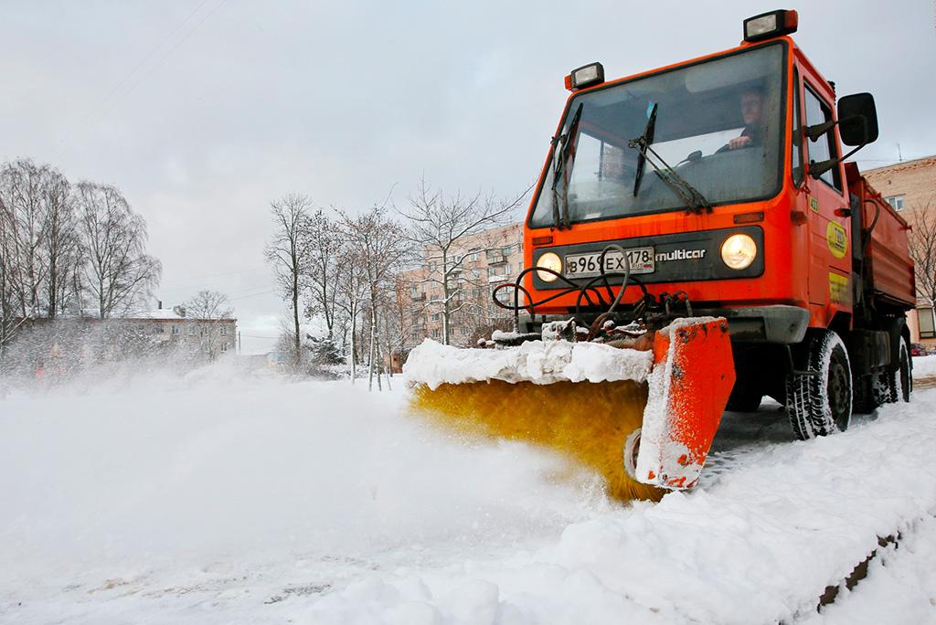 Для петербуржцев работает горячая линия для приема сообщений о зимней уборке