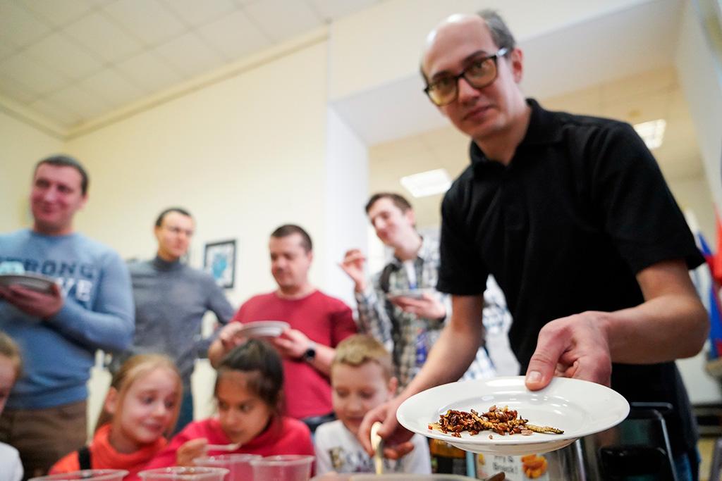 Тараканов в День студентов ели