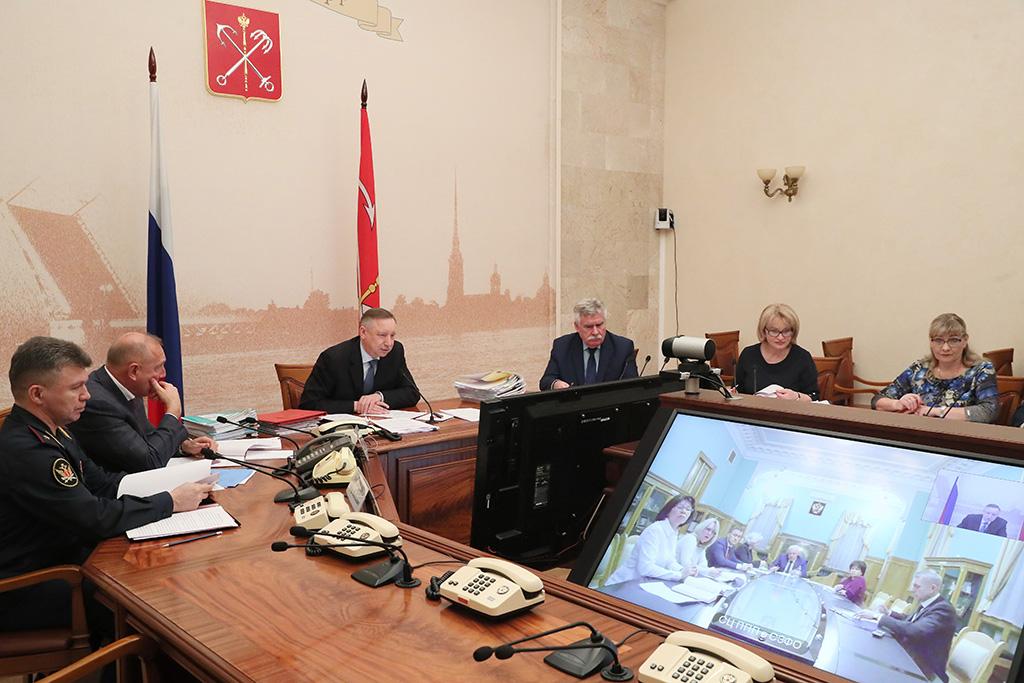 Александр Беглов призвал усилить контроль за соблюдением запрета на продажу алкоголя несовершеннолетним