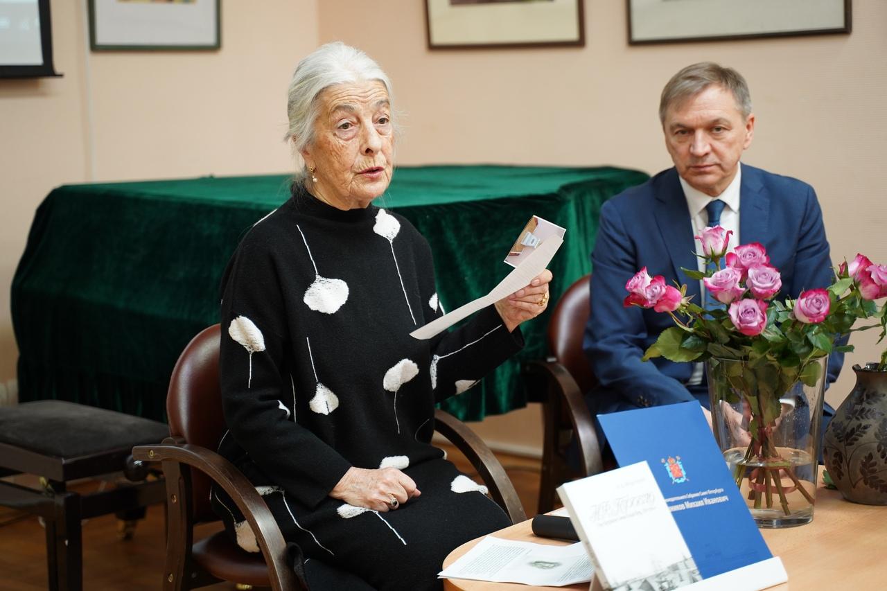 Презентация книги Александры Морозовой