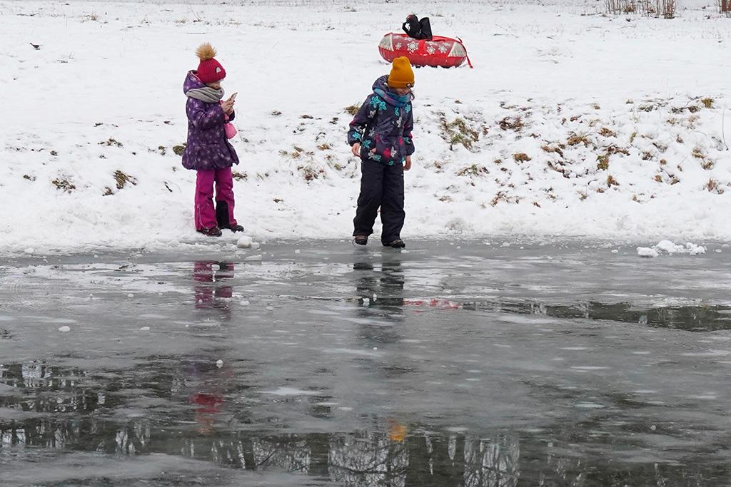 Выход на лёд смертельно опасен!
