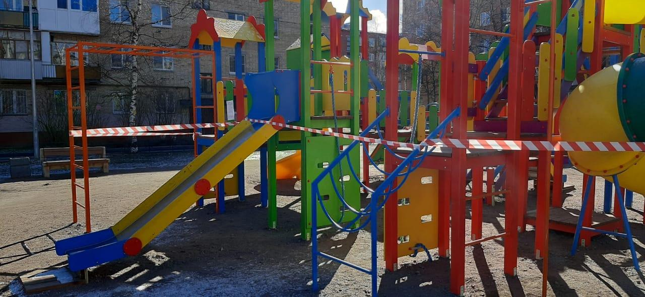 Посещение детских и спортивных площадок запрещено!