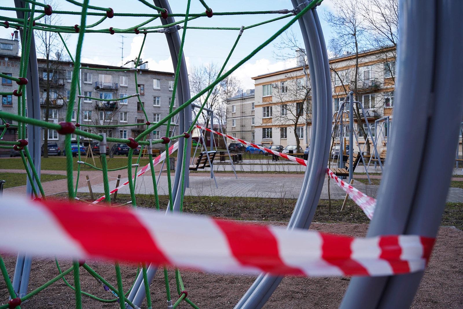 В Петербурге введен запрет на посещение детских спортивных площадок