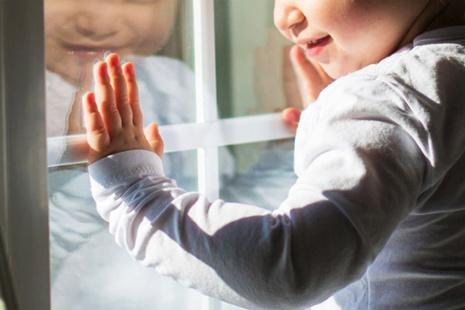 Сделайте окна безопасными для ребёнка!