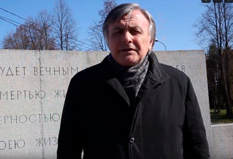Руководство Петродворцового района приняло участие в акции #Стихи75летПобеды