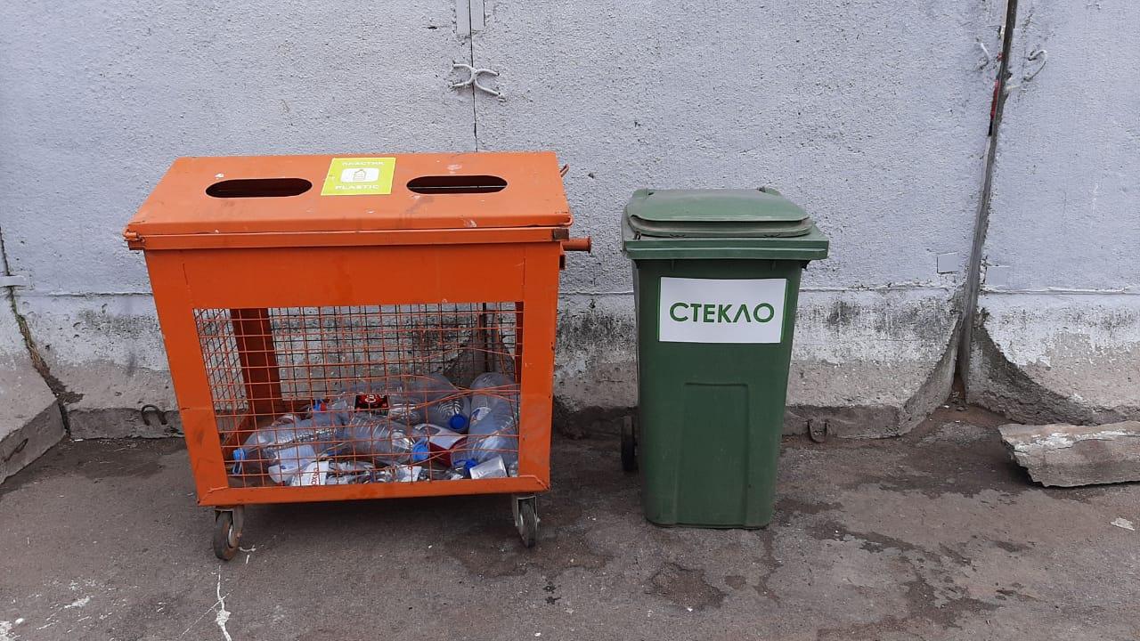 В Ломоносове начали установку контейнеров под стекло
