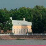 В Петергофе завершилась реставрация Екатерининского корпуса дворца Монплезир